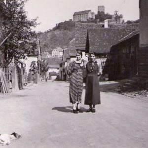 Zwei Damen in der Üissigheimer Straße